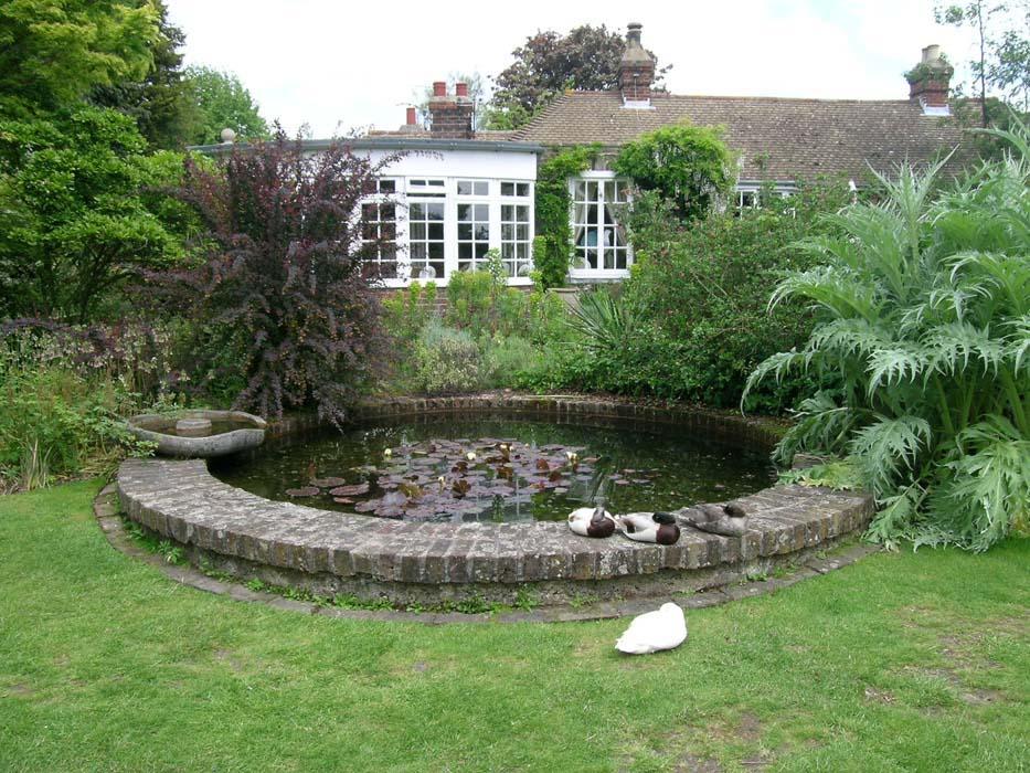 Искусственные водоемы в саду